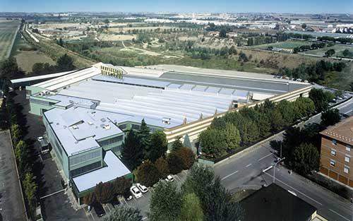 یکی از کارخانههای بونفیلیولی در سال ۱۹۷۵ در پوردنونه ایتالیا